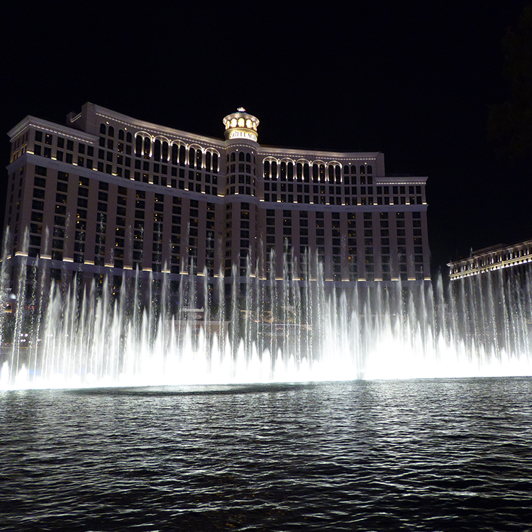 GO WEST Las Vegas bei Nacht